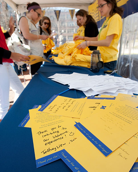 U-M students write thank-you notes expressing their appreciation to alumni and donors